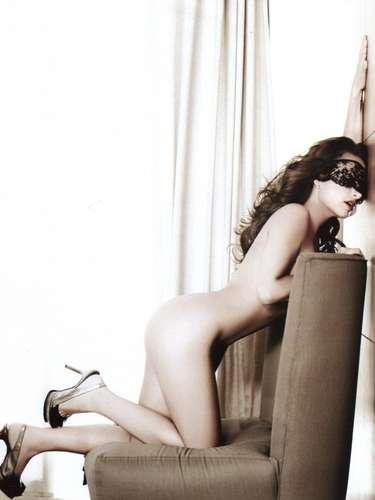 Después de haber posado para Playboy, Fabiola Campomanes llegó a las páginas de la revista H Extremo en su edición de septiembre de 2008. La actriz de 'Amorcito Corazón' y 'Teresa' resaltó sus encantos con ayuda de unos tacones de aguja que delineaban su frondosa figura.