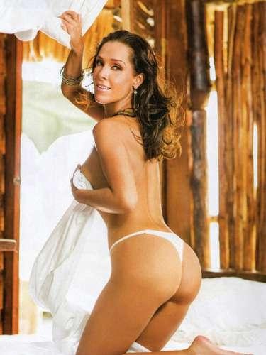 Después de negarse por un buen tiempo a quitarse la ropa, Sharis Cid aceptó la propuesta y se mostró al natural en el número de noviembre de 2012. La actriz presumió todo aquellos que no había sido capaz de mostrar por televisión.