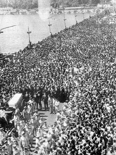 Una de las mayores concentraciones de personas en un funeral en la historia ocurrió durante la ceremonia fúnebre por el presidente egipcio Gamel Abdel Nasser, en el Cairo el 28 de septiembre de 1970. Se cree que alrededor de 5 millones de personas se movilizaron para despedir al líder, el más carismático de la historia moderna de Egipto