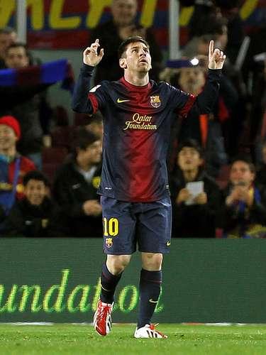 Liga Española: 1. El líder de la tabla de goleadores de España es el delantero argentino del Barcelona, Lionel Messi, quien lleva 40 goles esta temporada. Este fin de semana anotó el segundo gol en la victoria 2-0 de su equipo ante el Deportivo La Coruña.