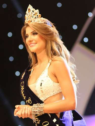 Ecuador tiene una nueva soberana, Constanza Báez representante de la provincia de Pichincha, es la mujer más bella del país y lo representará durante al próximo certamen de Miss Universo.