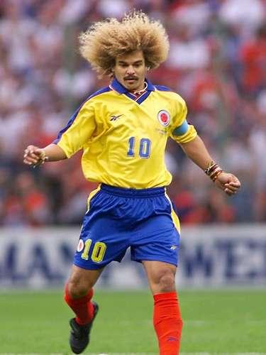 Además de su cabellera, su look incluye numerosos collares y pulseras, muchos de ellos tejidos, los cuales usaba incluso cuando jugaba con la selección Colombia.