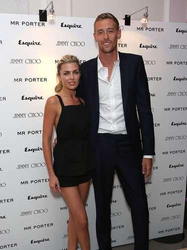 Peter Crouch y Abbey Clancy: El delantero del Stoke City y la bella modelo de ropa interior y pasarela inglesa se comprometieron en 2009 y se casaron en 2011. La pareja tiene una hija, Sophia Ruby.
