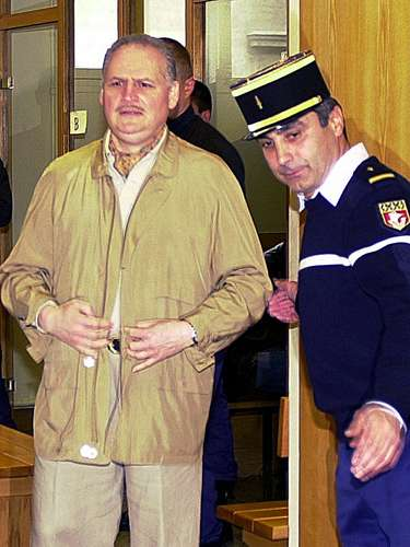 Carlos, de 63 años de edad, fue condenado el 15 de diciembre de 2011 por el tribunal en lo criminal de París a prisión perpetua incluyendo 18 años de seguridad por cuatro atentados cometidos en Francia en 1982 y 1983, que causaron 11 muertos y cerca de 150 heridos.