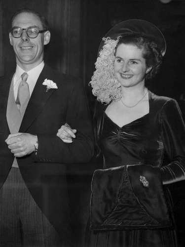En 1951, con 26 años de edad, Margaret Thatcher era la candidata más joven del partido político Tory. En la imagen, durante su boda con Denis Thatcher.