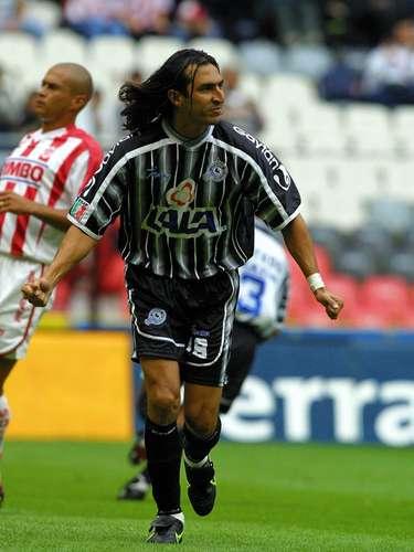 Everaldo Begines, quien fue campeón de goleo con el León en el 2000, llegó un año después al Atlético Celaya, donde convirtió cinco anotaciones en dos torneos.