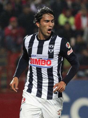 Aldo de Nigris empató el partido 1-1 al definir cruzado de pierna izquierda.