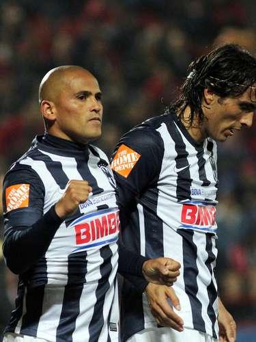 Como en los viejos tiempos, Suazo y De Nigris fueron una dupla letal al frente.