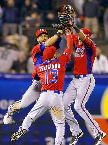 Puerto Rico con jonrón de dos carreras de jardinero Alex Ríos en la séptima entrada venció por 3-1 a Japón, los actuales bicampeones, en las semifinales del Clásico Mundial de Beisbol y logró el pase la final por primera vez en su historia.