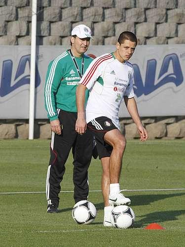 El estratega sabe que 'Chicharito' debe recuperar su mejor forma futbolística.