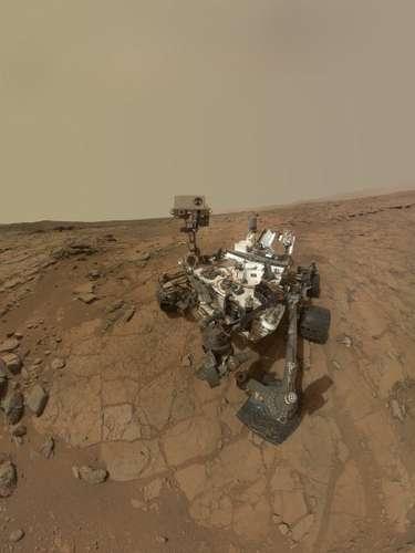 Porun problema informático, la sonda rodante Curiosity, que analiza y toma muestras de la superficie del planeta Marte,quedó nuevamente varada el pasado mes de marzo, retrasando en esa ocasiónel inicio de sus experimentos científicos en suelo del planeta rojo.