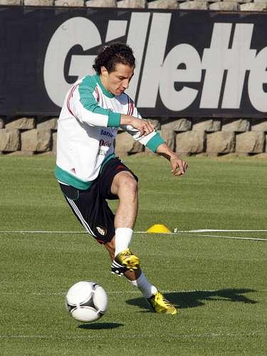 Andrés Guardado será uno de los titulares y deberá hacer respetar la banda izquierda.