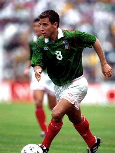 Alberto García Aspe era otro de los jugadores de gran carácter, con una zurda privilegiada que le permitió anotar, apenas al primer minuto de juego, un golazo de tiro libre directo al ángulo que le dio mayor tranquilidad al conjunto nacional. Por desgracia, el 'Beto' fue expulsado en el segundo tiempo.