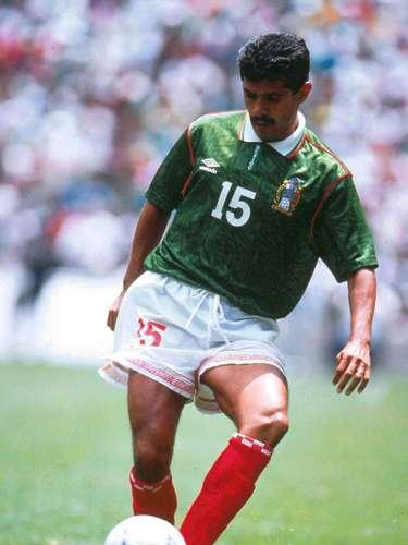 Luis Flores jugó como volante de ida y vuelta, se sacrificó a pesar de ser un talentoso de tres cuartos de cancha en adelante. Esa tarde ante Honduras consiguió el segundo gol de la escuadra azteca con un soberbio tiro libre que superó a la barrera.