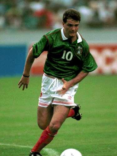 Luis García era otro de los grandes referentes del conjunto azteca y, de hecho, consiguió un golazo al controlar un balón largo a la entrada del área con pierna derecha, recortó a un zaguero y definió desde la entrada del área de izquierda.