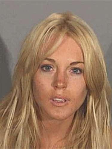 24 de Julio del 2007 - Lindsay Lohan posó por primera vez para su foto infame cuando la detuvieron por ir manejando en estado de ebriedd y posesión de cocaína. Lohan salió tras pagar una fianza de 25 mil dólares.