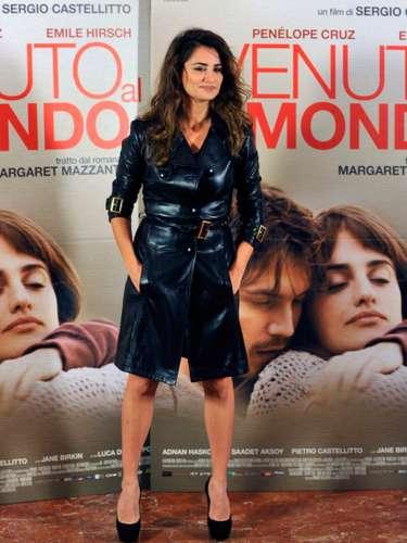 Su posible ausencia en la gala de los premios Goyahacían presagiar que la actriz madrileña no podrñia estar en la celebración del cine español por un motivo de peso ya que ella está nominada al premio a la Mejor Actriz y no suele faltar a esta cita.