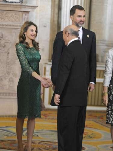 Doña Letizia, saludando al ministro Wert.