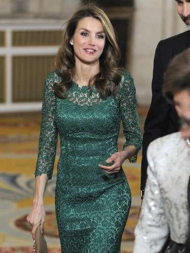 Es muy poco habitual ver a la princesa de verde, un color que eligió para la cena que ofrecieron anoche en el Palacio Real.