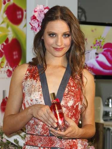 La joven, que comenzó doblando películas de dibujos animados, ha sido la madrina del lanzamiento de la nueva fragancia 'Escada Cherry in the Air'.