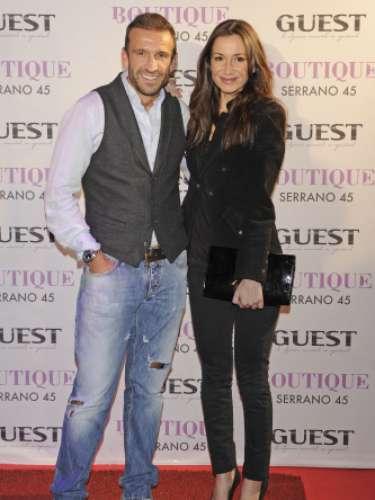 La bailarina Cecilia Gómez posó junto al anfitrión Carlos Sánchez, con el que mantuvo una relación sentimental en el pasado.