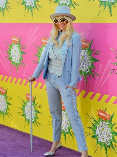Una locura la llegada de la cantante Ke$ha a este evento con un original traje inspirado en Willy Wonka ¡Del otro mundo!