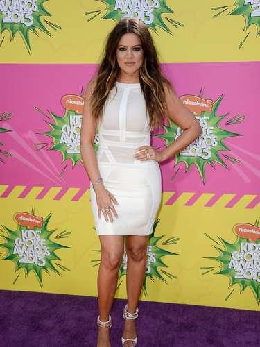 Una de las primeras estrellas en engalanar esta alfombra de premios fue Khloe Kardashian que dejó fascinados a todos los presentes con su alegría y glamur.