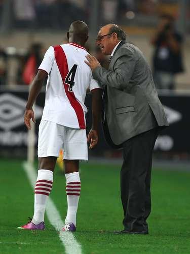 Y, ¿qué secreto se traerá el estratega de la selección peruana, Sergio Markarián, con sus jugadores? No sabemos, pero parece que tenía mucho que decirle al defensa Joel Herrera.