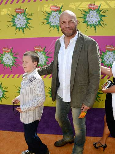 El actor y ex luchador, Randy Couture, también fue otra de las estrellas de gran acogida sobre esta colorida premiación.