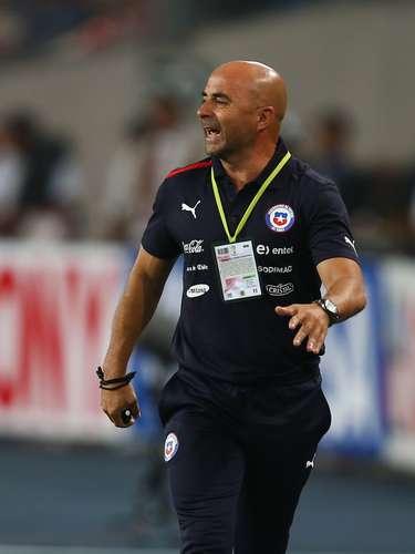 Por otra parte, el técnico de Chile, Jorge Sampaoli, también tenía muchas indicaciones para sus jugadores, que no pudieron vencer al portero Raúl Fernández.