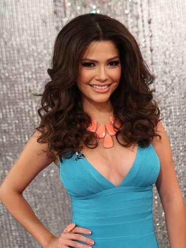 La ex reina de Nuestra Belleza Latina, Ana Patricia González, fue la encargada de cubir el show tras bambalinas y mostrar a los televidentes los más emocionantes momentos detrás del escenario.