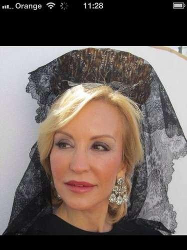 Durante la Semana Santa, Carmen Lomana ha cambiado su foto de perfil por una en la que aparece vestida de mantilla el año pasado.