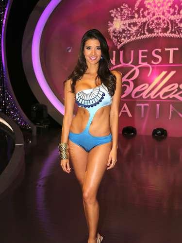 Carolina Betancourth es otra de las 18 finlalistas, aspirantes a la corona de Nuestra Belleza Latina que se prepara para llegar a la final con Osmel.