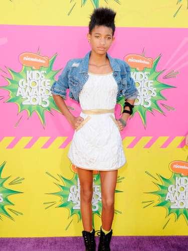 ¡Divina! se ve Willow en los premios Nickelodeon Kids 'Choice Awards a dónde llego muy entusiasmada junto a su hermano de quién al parecer jamás se separa