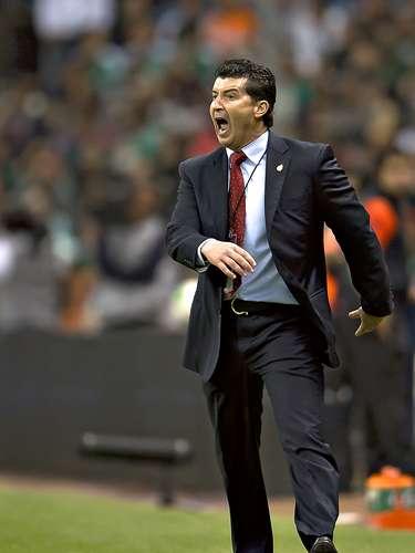 Por su parte, el técnico del Tri, José Manuel 'Chepo' De la Torre tampoco quedó muy contento con el empate, como lo demostraron sus airadas reacciones a lo largo del juego.
