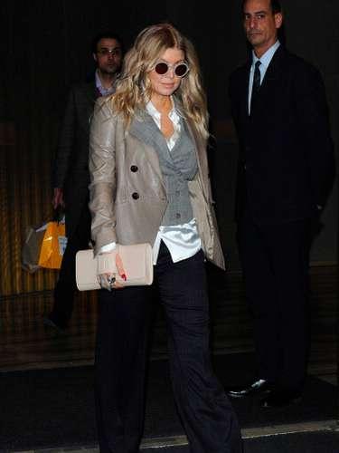 La hermosa cantante en Milán italia el 26 de febrero, con ropa bastante holgada disimulando su estado