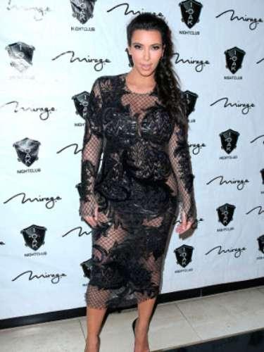 Kim Kardashian no ha dejado de lado todavía su imagen pública