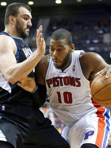 Timberwolves vs. Pistons:Greg Monroe intenta driblar aNikola Pekovic.
