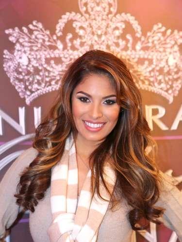 Con 21 años, la puertorriqueña Essined Aponte se hizo un lugar para continuar en la competencia. Esta representante del equipo de Lupita Jones, tiene 21 años, es soltera y considera que su talento especial es la actuación.