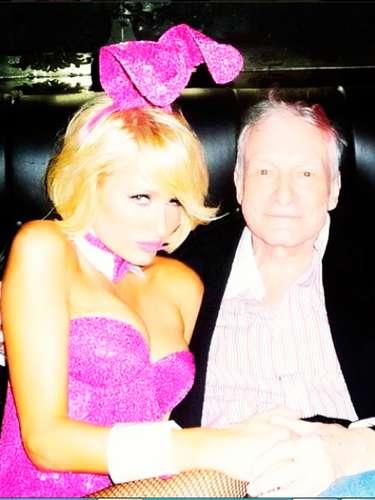 Paris Hilton se puso la piel de una conejita de... Hugh Hefner para celebrar el día de pascua. @parishilton: \