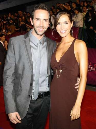 El cantante Lucas Arnau y la actriz Isabel Cristina Estada se casaron en 2009.