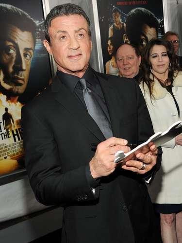 El actor y director Sylvester Stallone es otro famoso diestro para escribir, pero zurdo para realizar otras actividades motoras.