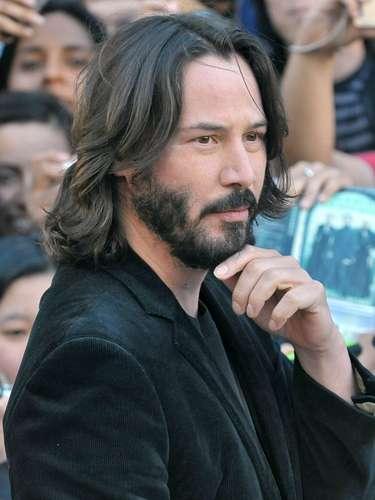 El actor Keanu Reeves es otra celebridad que el 13 de agosto festeja con orgullo el Día Internacional de la Zurdera.