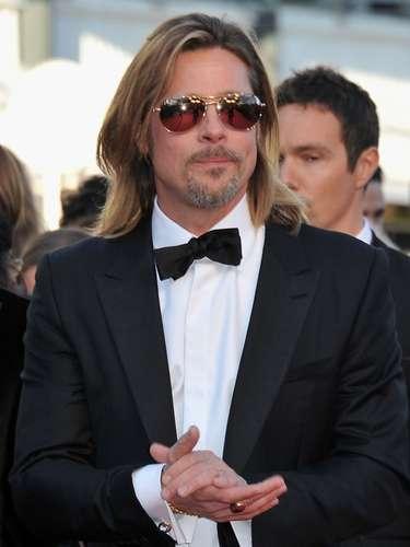 El galán de Hollywood Brad Pitt también acostumbra a firmar rúbricas tanto con la mano izquierda como con la derecha.