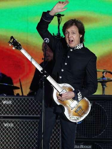 La genialidad musical de Paul McCartney se la debemos a su condición de zurdo. La leyenda musical del exBeatle inició cuando descubrió que tocaba mejor la guitarra con la mano izquierda que con la derecha.