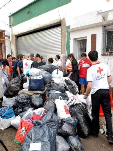 La Defensoría General de la Nación recibe donaciones en Callao 970, Buenos Aires, que entregará a la Cruz Roja, de La Plata.