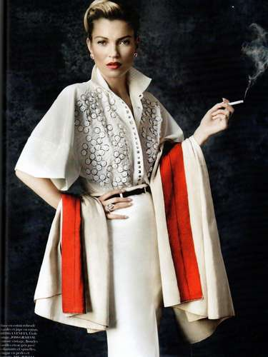 En las imágenes Moss combina diseños de alta costura con trajes tradicionales de Perú.