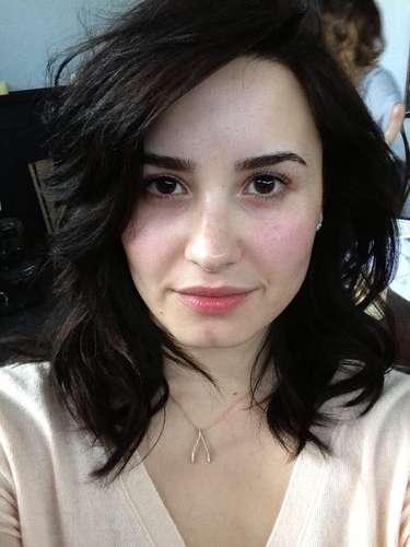 Demi Lovato sin maquillaje! Linda y al natural como una chica normal. Invita a todas la chicas a hacer lo mismo: \
