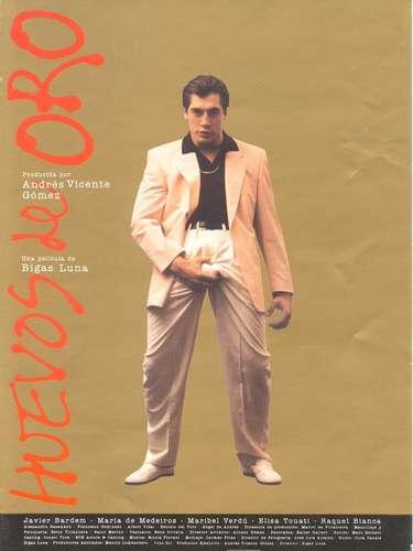 El cineasta españoldio sus primeros papeles a actores como Javier Bardem, Penélope Cruz, Ariadna Gil o Jordi Mollà. Este es el cartel de la película 'Huevos de Oro' realizada en 1993.