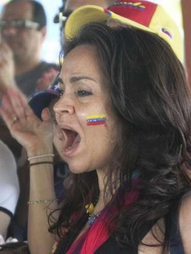 López, quien además es comunicadora social de profesión, criticó la manipulación ideológica que hace el Gobierno de turno con la imagen del fallecido Chávez para hacer que la población vote por ellos.